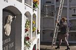 Diada de Tots Sants als cementiris d'Osona Torelló. Foto: Adrià Costa