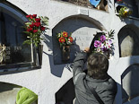 Diada de Tots Sants als cementiris d'Osona Vic. Foto: Josep Maria Costa