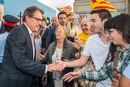 Gran rebuda popular a Artur Mas a Sant Pere de Torelló
