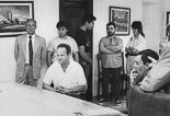 Josep Anglada, una vida accidentada, en imatges 1990. Acte de conciliació al jutjat de Pau de Seva per denúncies creuades amb Albert Sans per presumptes agressions Foto: Arxiu La Marxa.