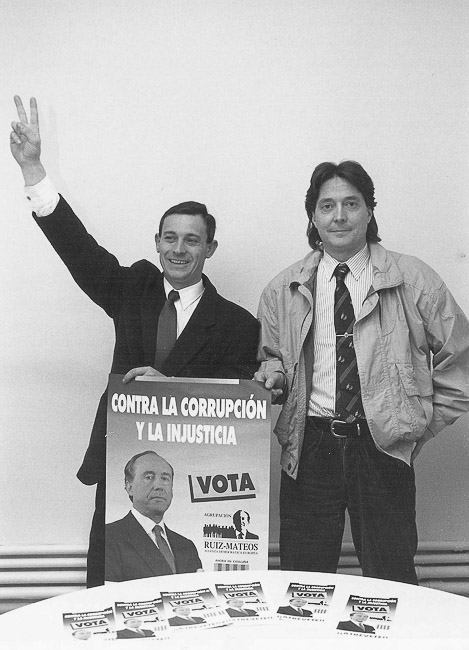 Josep Anglada, una vida accidentada, en imatges Febrer de 1992. Campanya a la llista de l'Agrupación Ruíz Mateos a les eleccions al Parlament. Foto: Arxiu La Marxa).