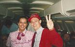 Josep Anglada, una vida accidentada, en imatges 20/05/1992. A l'avió en el viatge a Wembley per la final del Barça de la Copa d'Europa. Foto: Arxiu La Marxa).