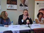 Josep Anglada, una vida accidentada, en imatges 10/05/2011. Anglada interromp una roda de premsa electoral per atendre trucades telefòniques. Foto: MM.