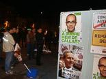 Josep Anglada, una vida accidentada, en imatges 04/11/2011. Enganxada dels primers cartells de les eleccions autonòmiques. Foto MM.