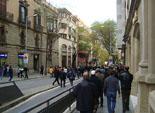 Josep Anglada, una vida accidentada, en imatges 24/04/2012. Manifestants, magrebins en la seva majoria, perseguint el cotxe d'Anglada a la rambla de Vic. Foto: MM.