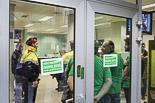 La PAH d'Osona ocupa l'oficina de Bankia a Vic