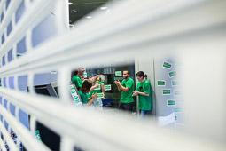 La PAH Osona ocupa una oficina del BBVA a Manlleu