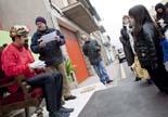 El patge reial recull cartes al barri de Vista-Alegre de Manlleu