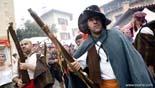 L'any 2009 en imatges Enguany, la Mort s'emporta en Toca-sons a l'altre barri. Foto: Adrià Costa