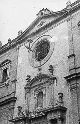 Revolució, guerra i franquisme a Vic Moment del llançament de la creu de la façana principal de la catedral de Vic (17/VIII/1936).