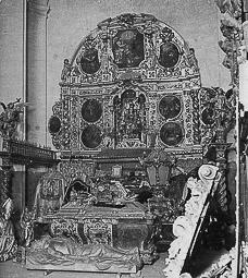 Revolució, guerra i franquisme a Vic Objectes d'art de la catedral i el Palau Episcopal, un cop triats i abans de ser traslladats fora de Vic.