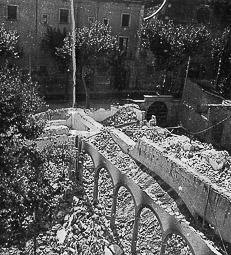 Revolució, guerra i franquisme a Vic Destrucció del convent de la Mercè, a la rambla de l'Hospital.