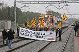 CCOO i UGT tallen la via del tren a Manlleu
