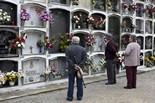 Diada de Tots Sants Cementiri de Manlleu. Foto: Adrià Costa