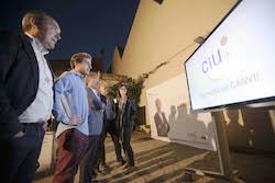 Municipals 2015: Inici de la campanya electoral a Sabadell Carles Rossinyol i el seu equip mirant el vídeo promocional de CiU per aquesta campanya.