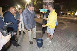 Municipals 2015: Inici de la campanya electoral a Sabadell El cap de llista del PP, Esteban Gesa, preparat per començar l'enganxada.