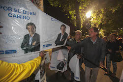 Municipals 2015: Inici de la campanya electoral a Sabadell Esteban Gesa mostra el cartell.