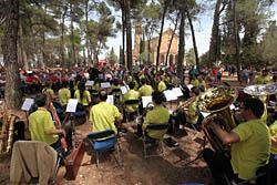 Aplec de la Salut de Sabadell 2015 Actuació musical davant del santuari.