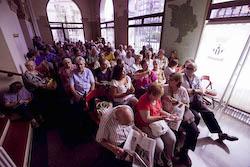 Ple de constitució de l'Ajuntament de Sabadell Expectació a l'entrada de l'Ajuntament.