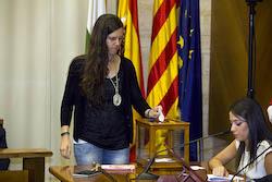Ple de constitució de l'Ajuntament de Sabadell Míriam Ferràndiz votant.