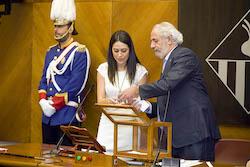 Ple de constitució de l'Ajuntament de Sabadell Elena Hinojo i Manel Giménez recomptant els vots.