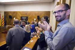 Ple de constitució de l'Ajuntament de Sabadell Maties Serracant content pel resultat.
