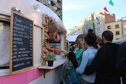 Van Van Mercat Gastronomada a Sabadell Una de les parades de menjar dolç del Van Van. Albert Segura.