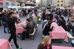 Van Van Mercat Gastronomada a Sabadell Taules habilitades per la mostra. Albert Segura